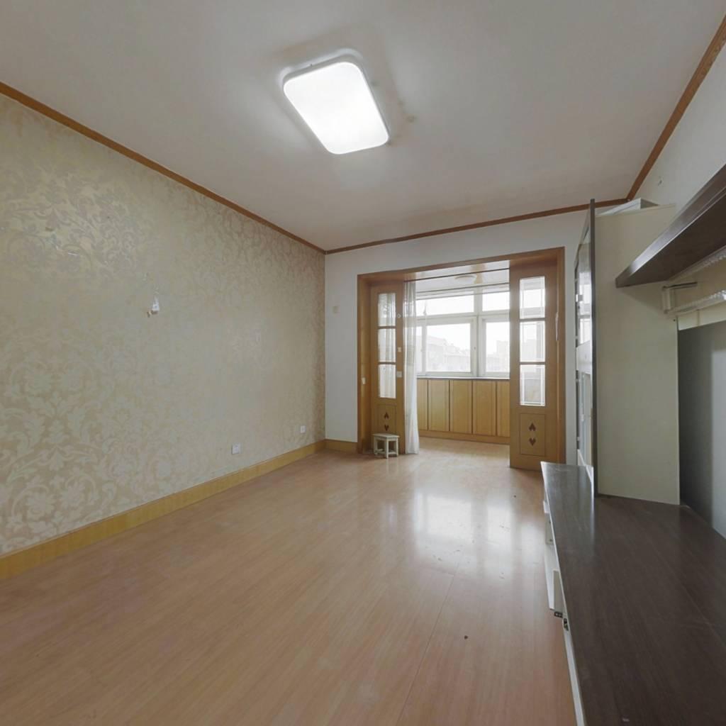 此房房龄新,得房率高,环境好,采光无遮挡
