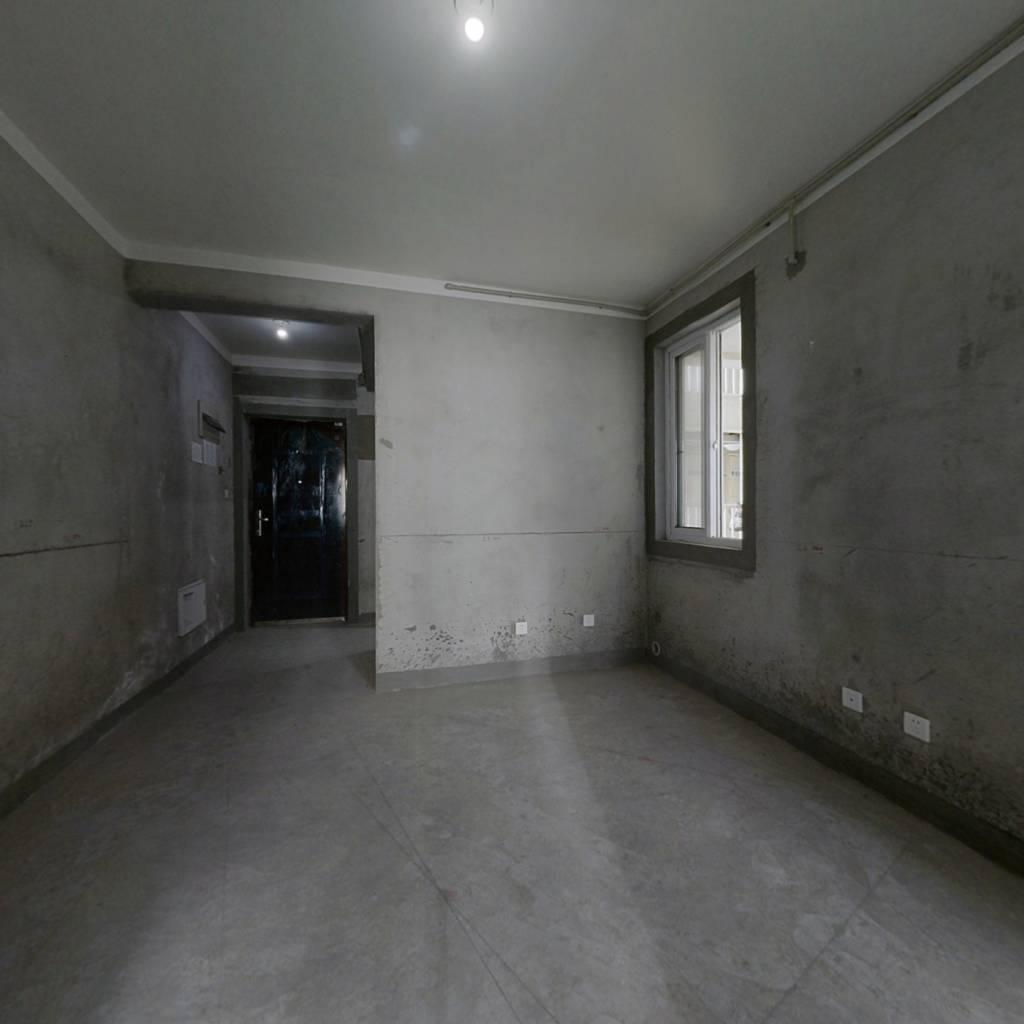 群力地铁站,中间楼层两房,毛坯房