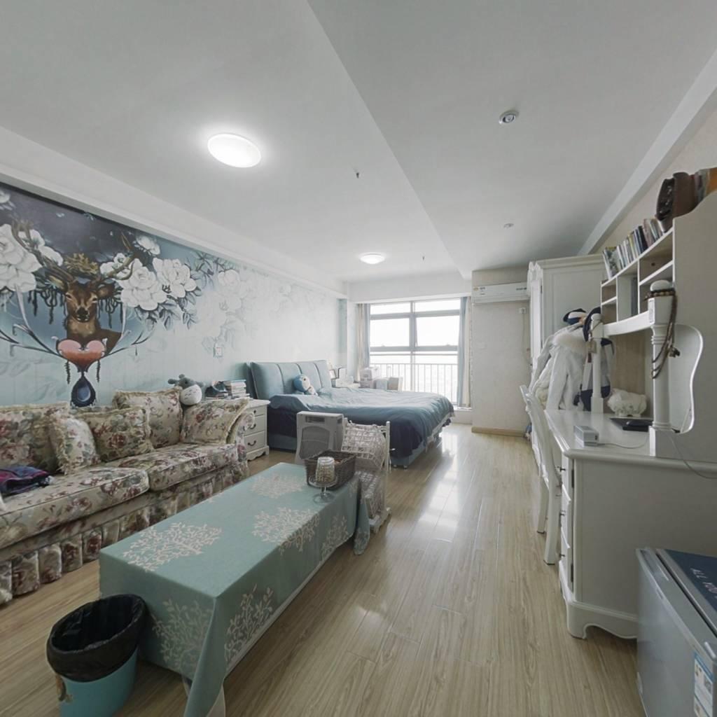 万亚公寓,精装一室一厅,配套齐全,诚心出售