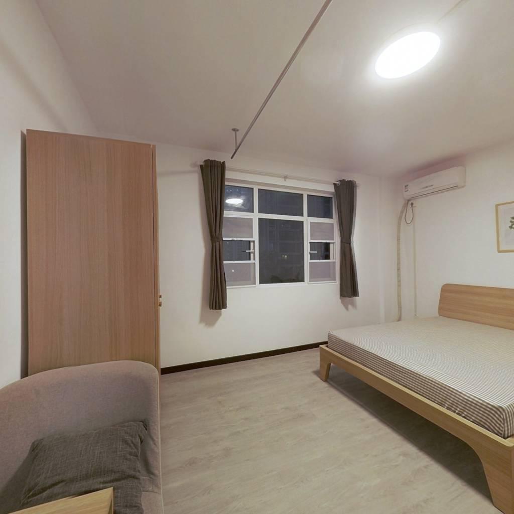 合租·银泰御华园一期 4室1厅 北卧室图