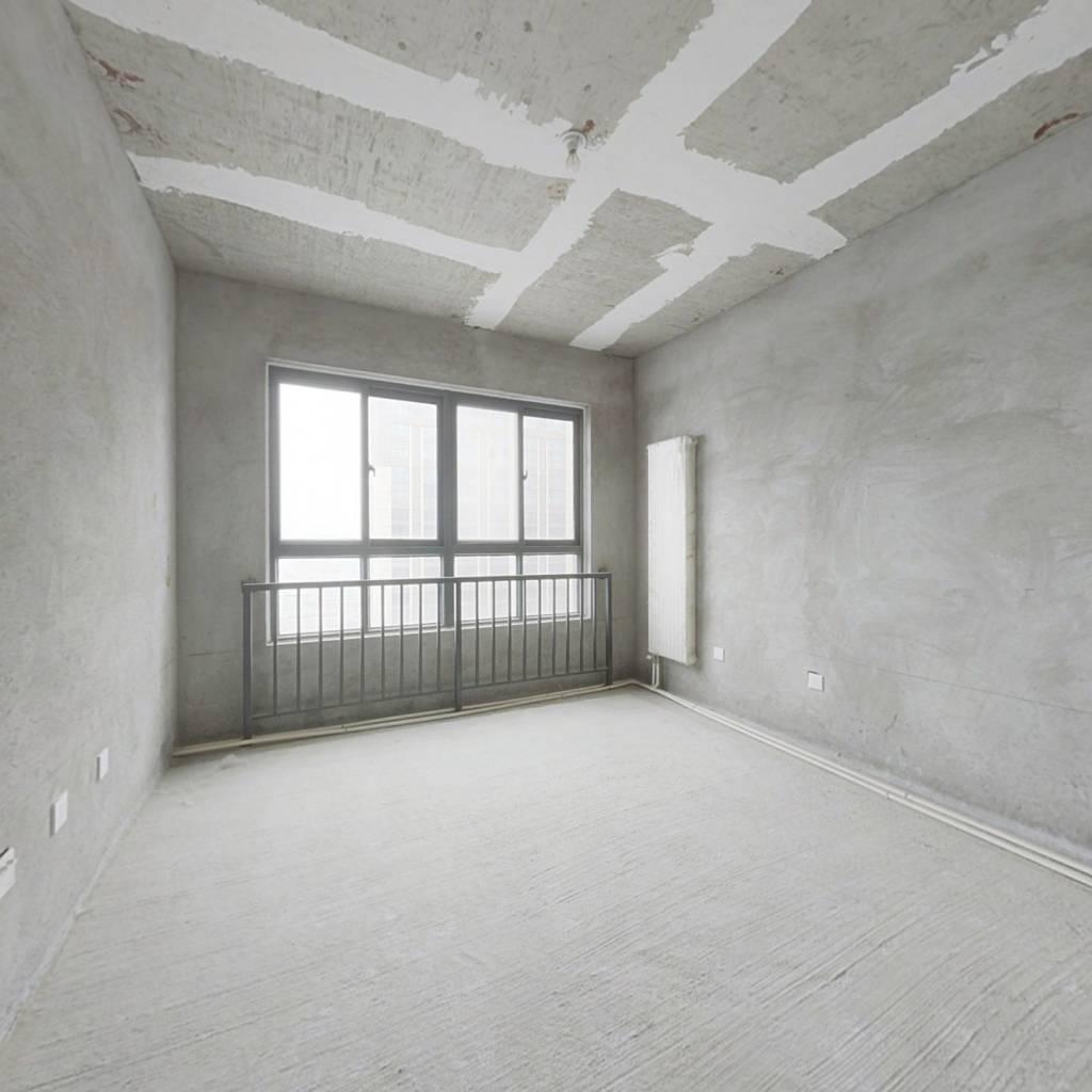 地铁口标准两居,双气电梯房,产权清晰,看房方便
