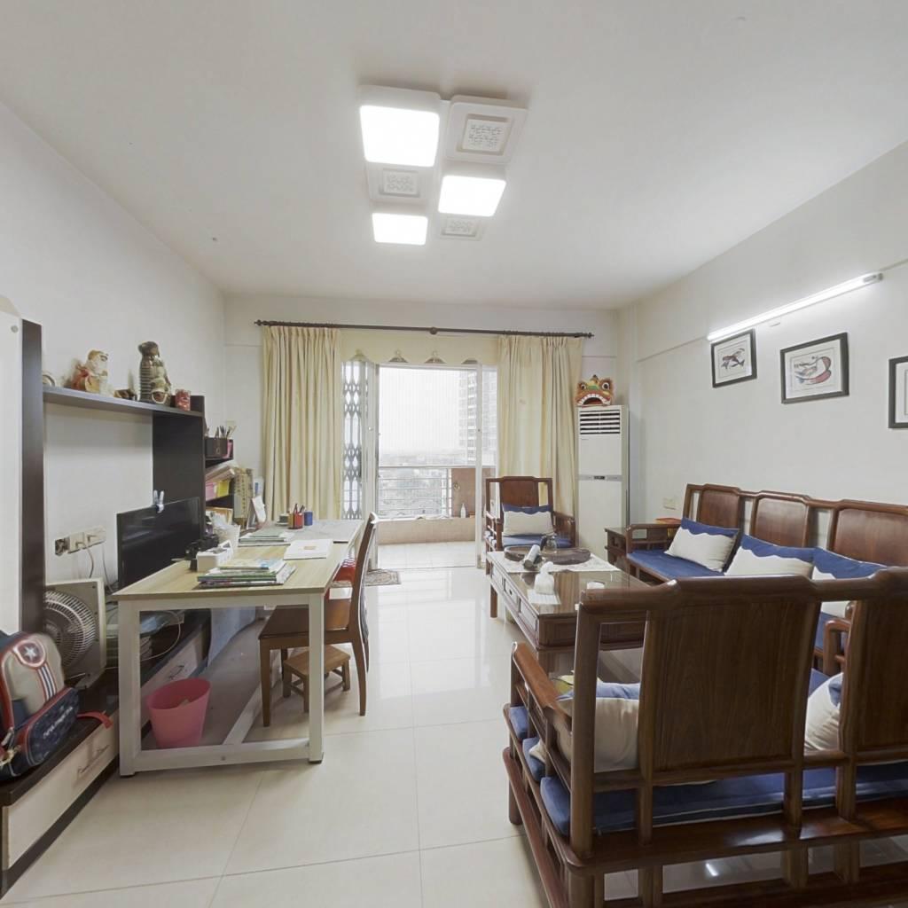 此房已满5年,小区近西江边,视野宽阔,采光充足.