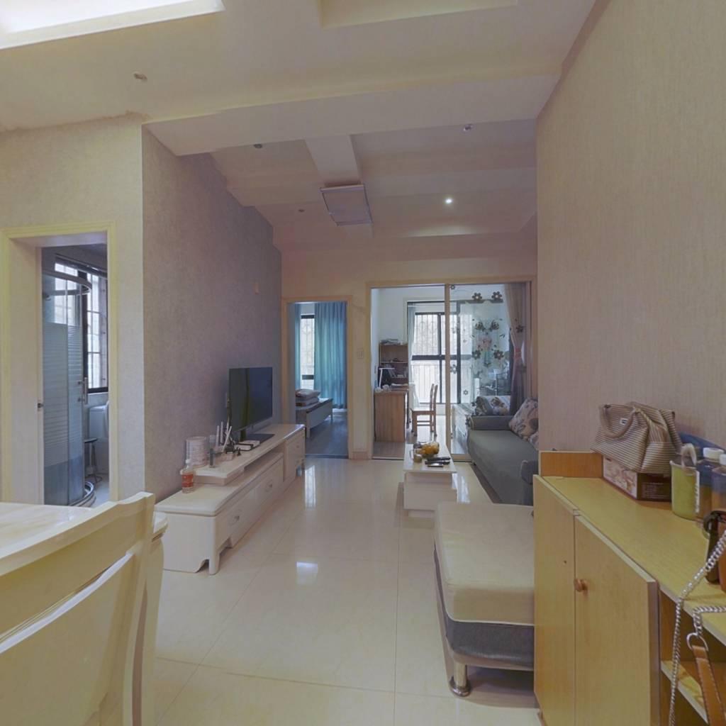 精装修好房,户型方正,明厨明卫,看房方便有钥匙。