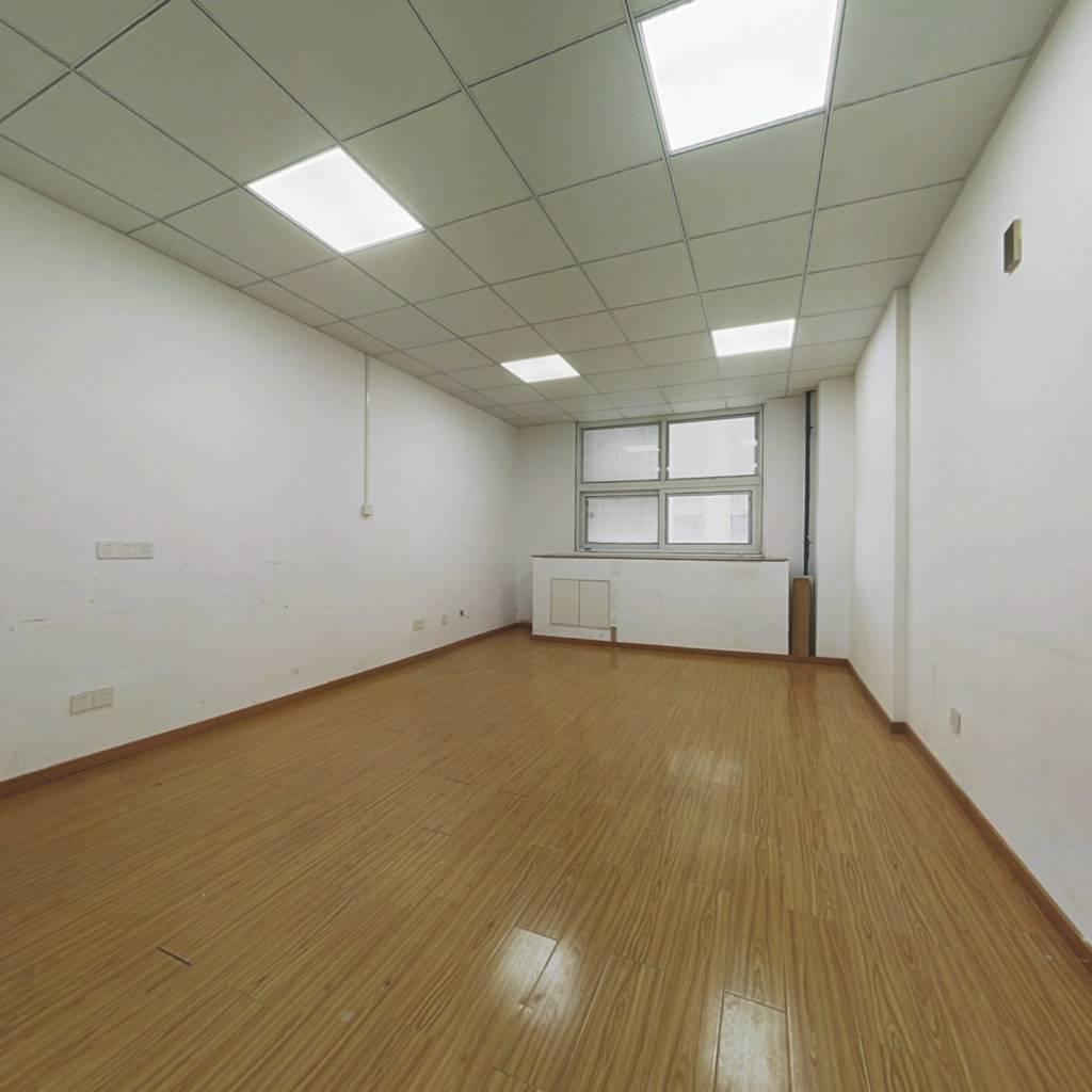 复式公寓房,可利用空间比较大,中上楼层采光视野好。