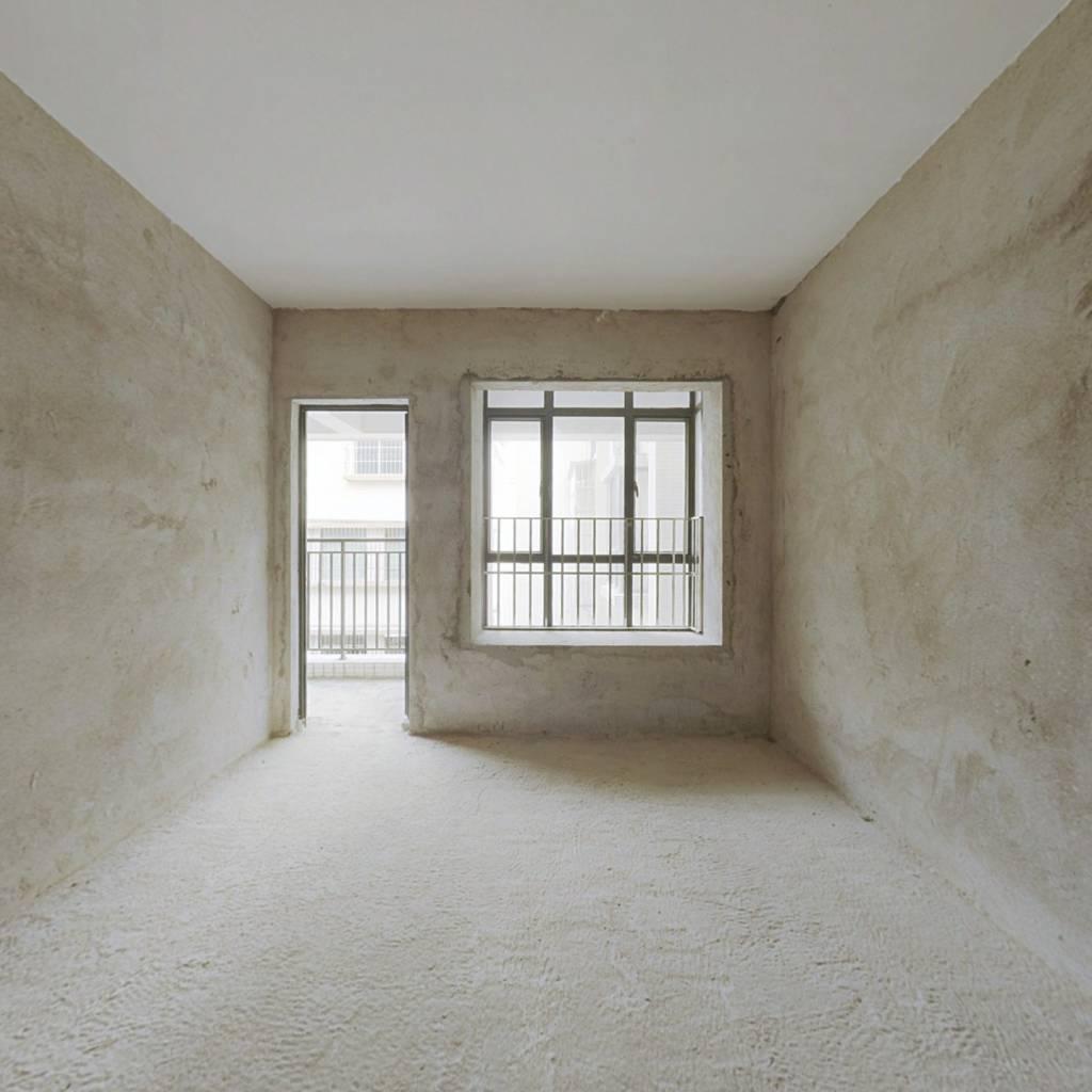 坦洲便宜的两房 ,楼梯4楼,全新毛坯,装修随意