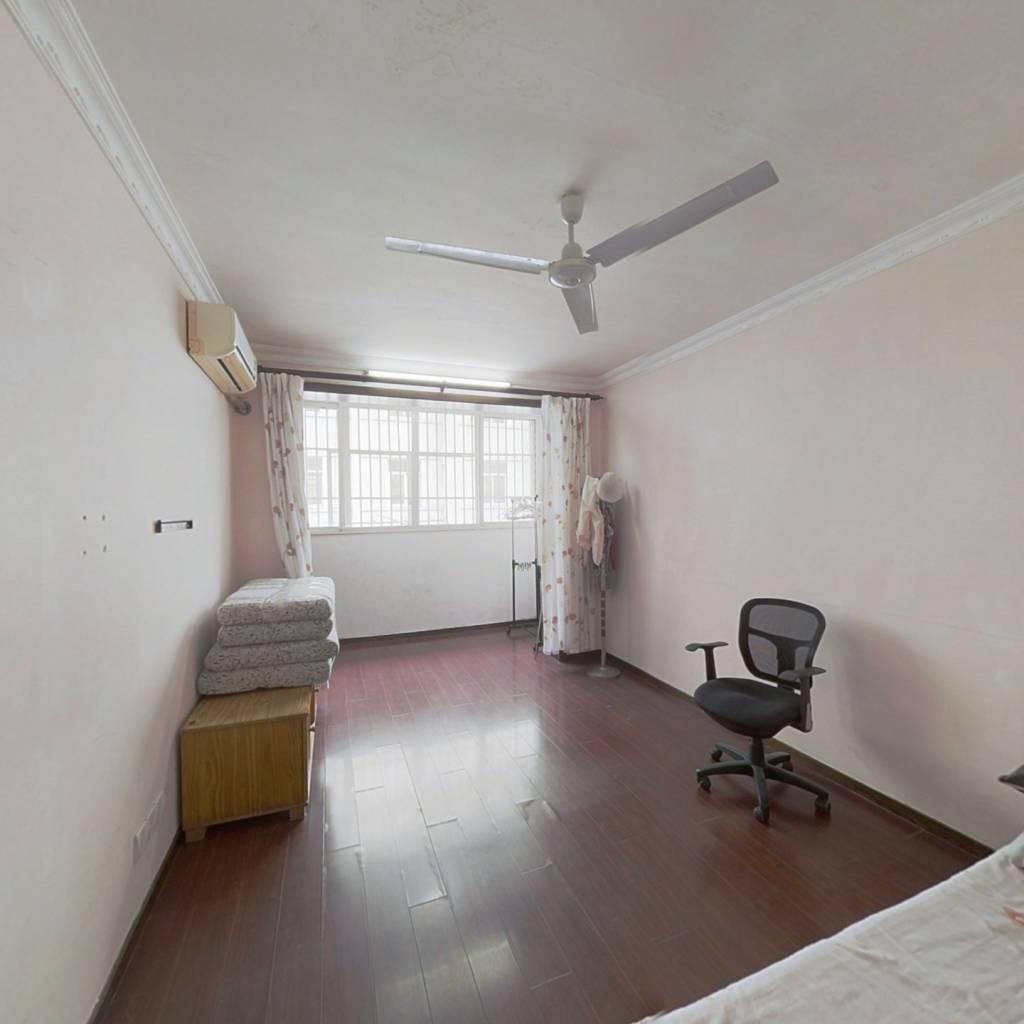 朝南一室,带阳台,阳光充足,生活配套全,交通便利