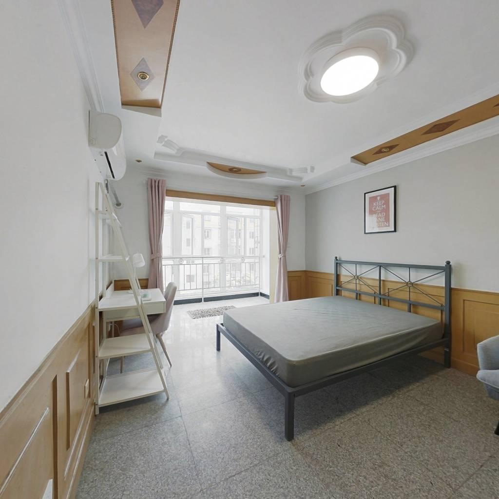 合租·梅园甲 3室1厅 南卧室图