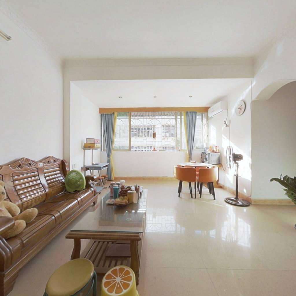 此房格局通透,视野宽阔,采光充足,配套设施齐全