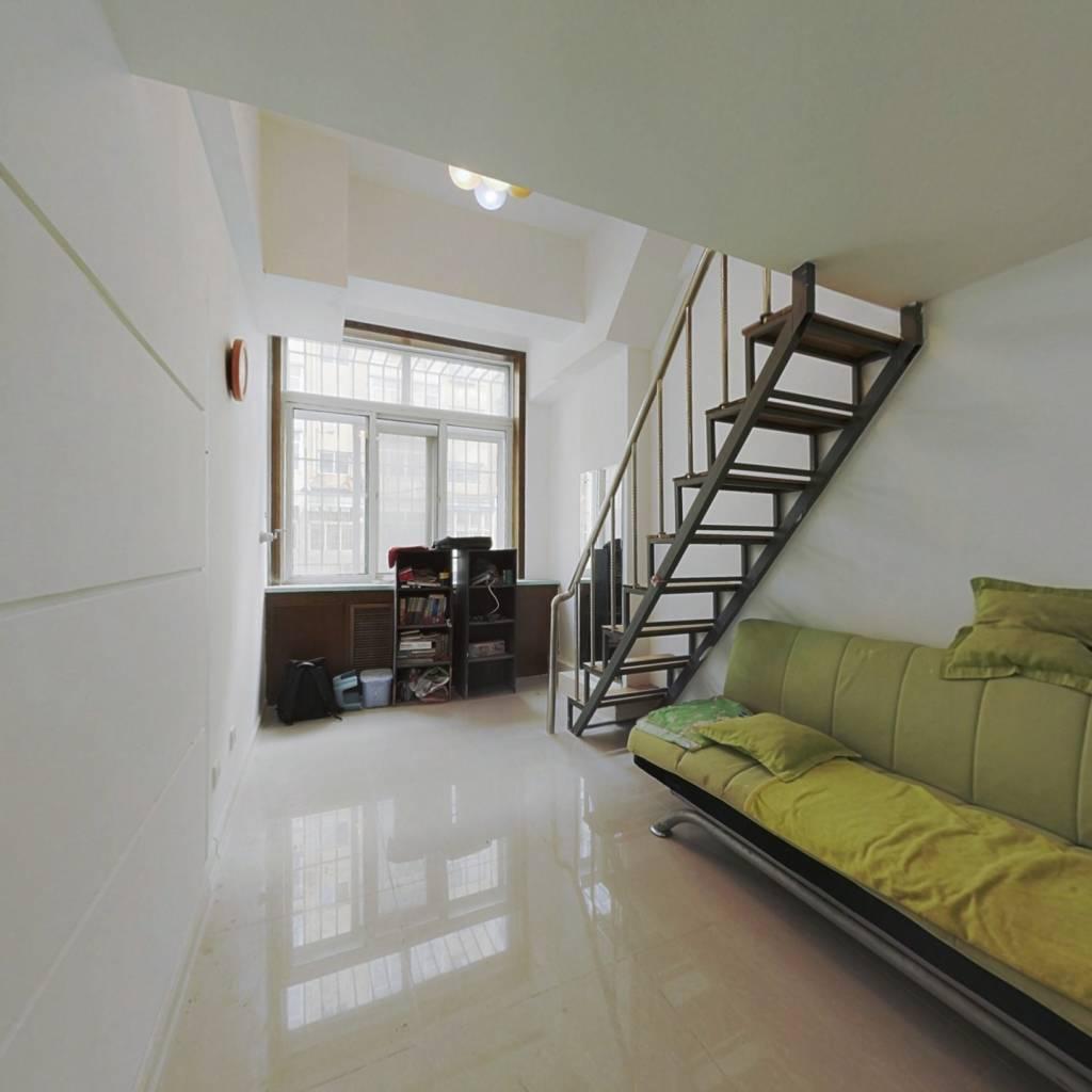 复式小跃层一室小房,价格优惠快来看看吧。