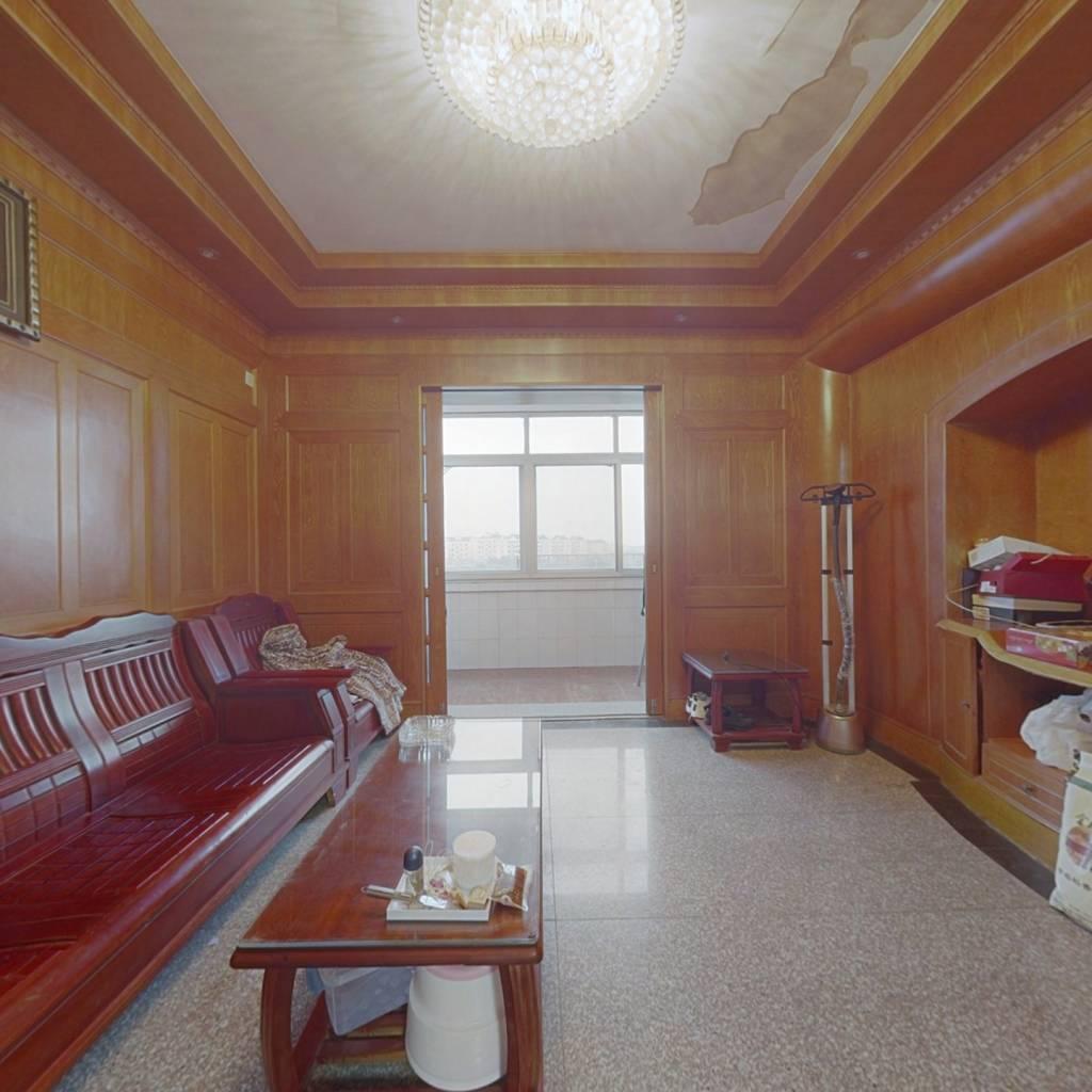 此房满5唯一,楼层高,视野开阔,采光充足。