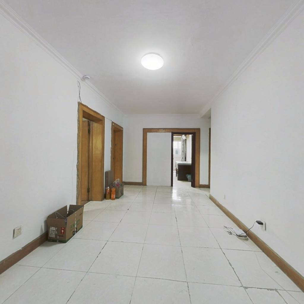 正规三居室,业主换房诚心出售,价格可谈。
