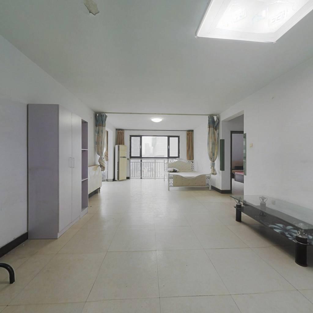 一环长安公园旁,偏门通透两室,出门2号线口