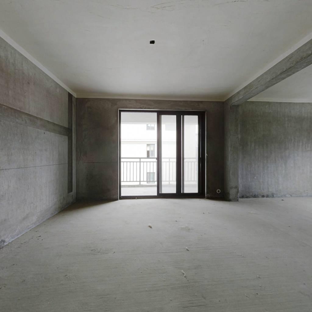 此房南北通,格局好,小区环境很清静,适合居住,