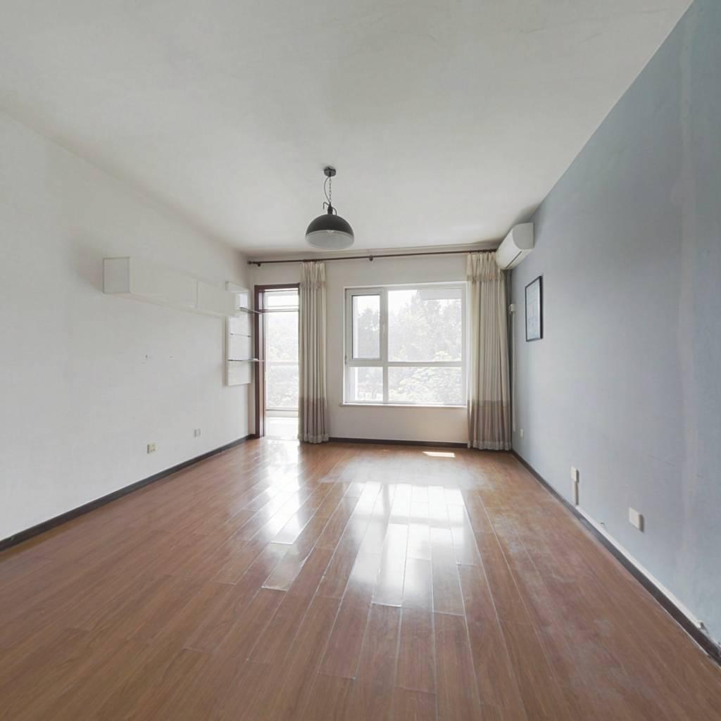 全南向正规两居室,采光充足,配套齐全。