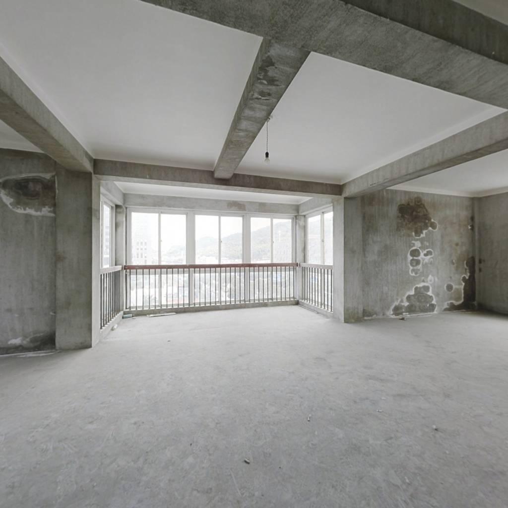 新光公寓 4室2厅 东南