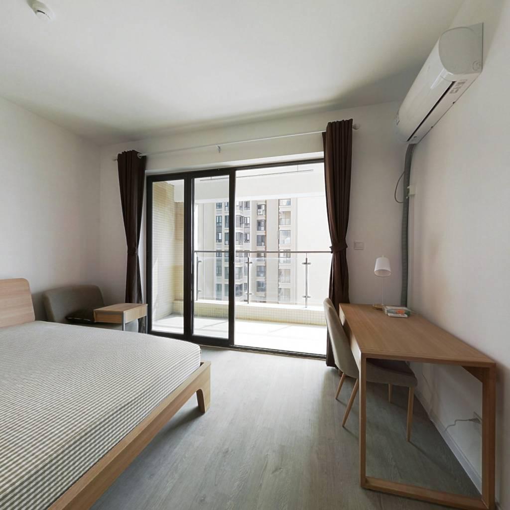 合租·中房优山PLUS 4室1厅 东卧室图