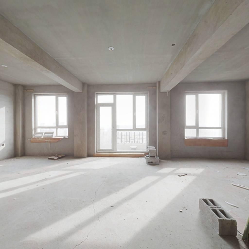 昌盛经典三期毛坯房南北户型三室两厅