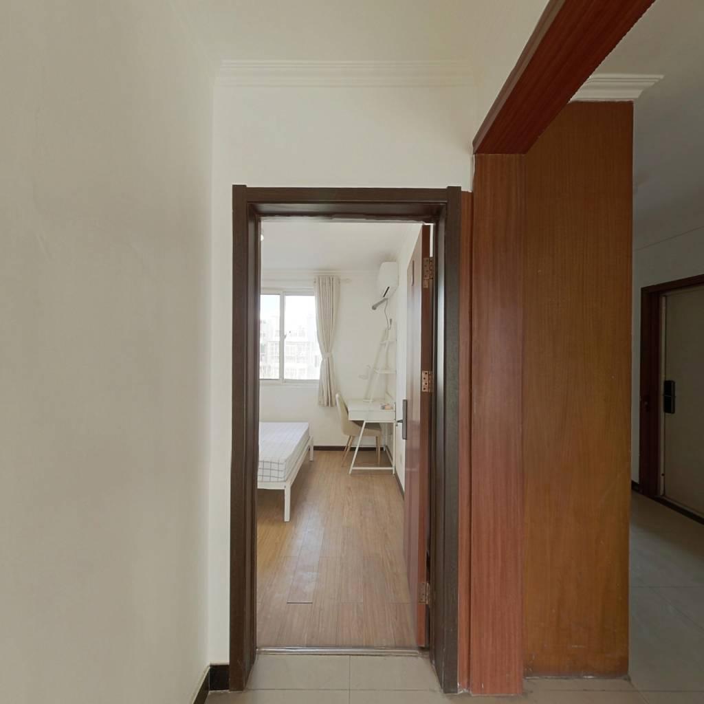 合租·康营家园A区 3室1厅 南卧室图