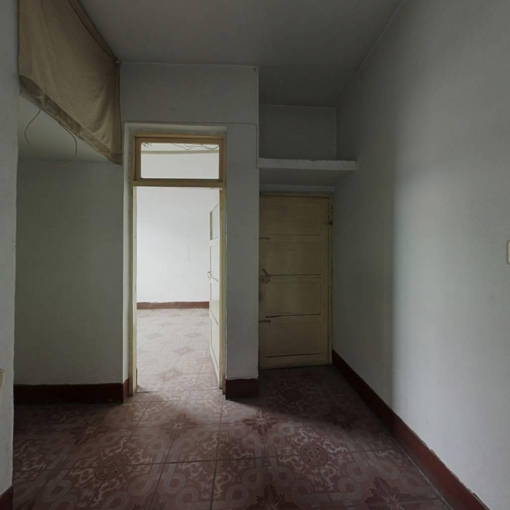 此房满五唯一,业主诚心出售,单价低。