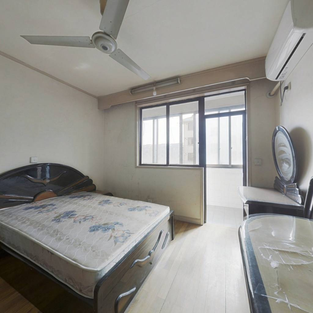 西渡地铁站 +小一房+总价低+中间楼层
