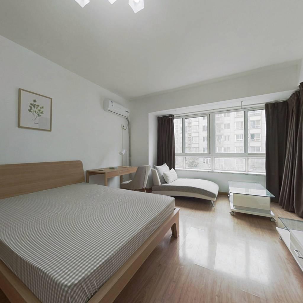 合租·城南名著 4室1厅 西卧室图