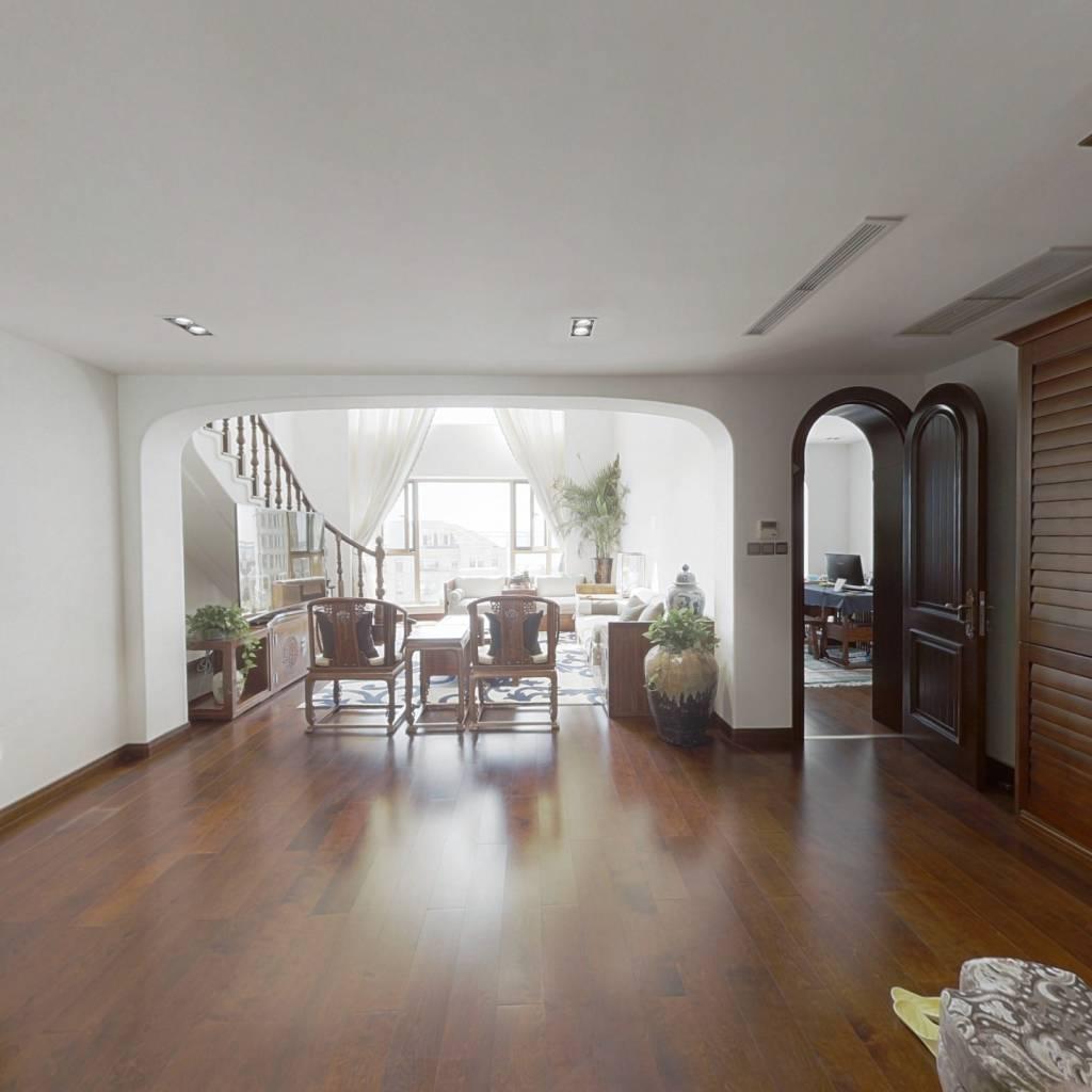 小区前排 楼层适中 海景好 精装修保持好可以直接入住