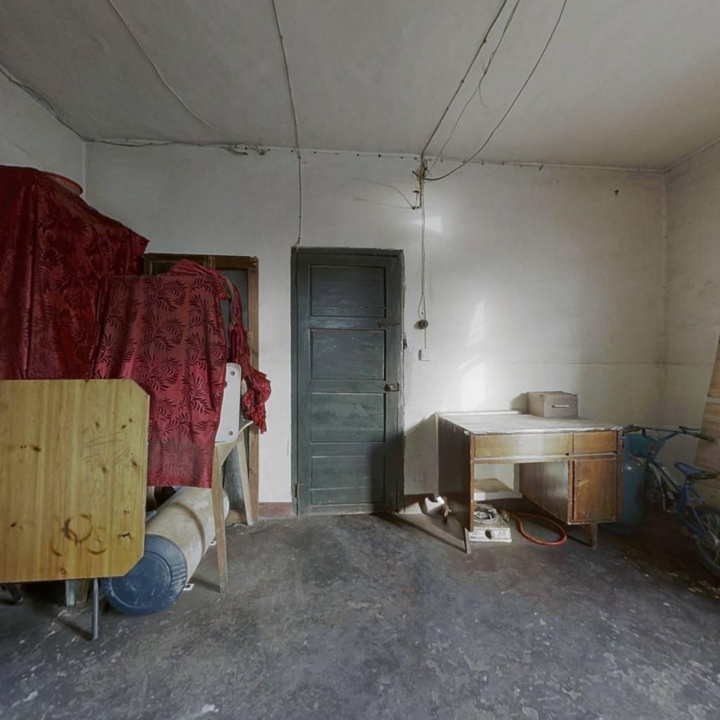 108街   小房型   买到  就是赚点  房子有租户