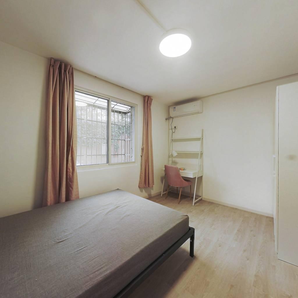 合租·龙腾公寓 3室1厅 南卧室图