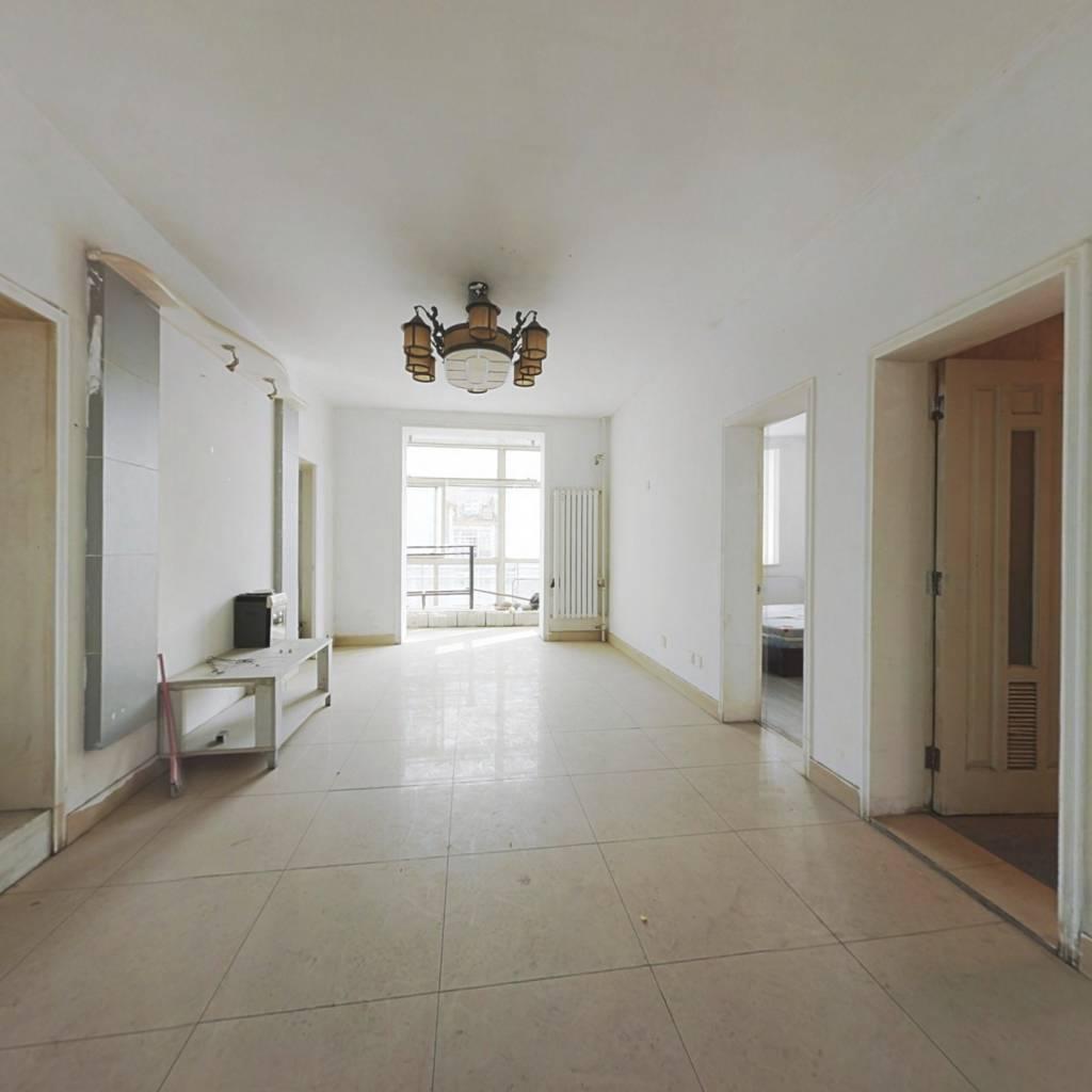 此房满二年,三居室 南北向 六层复式结构,无电梯。