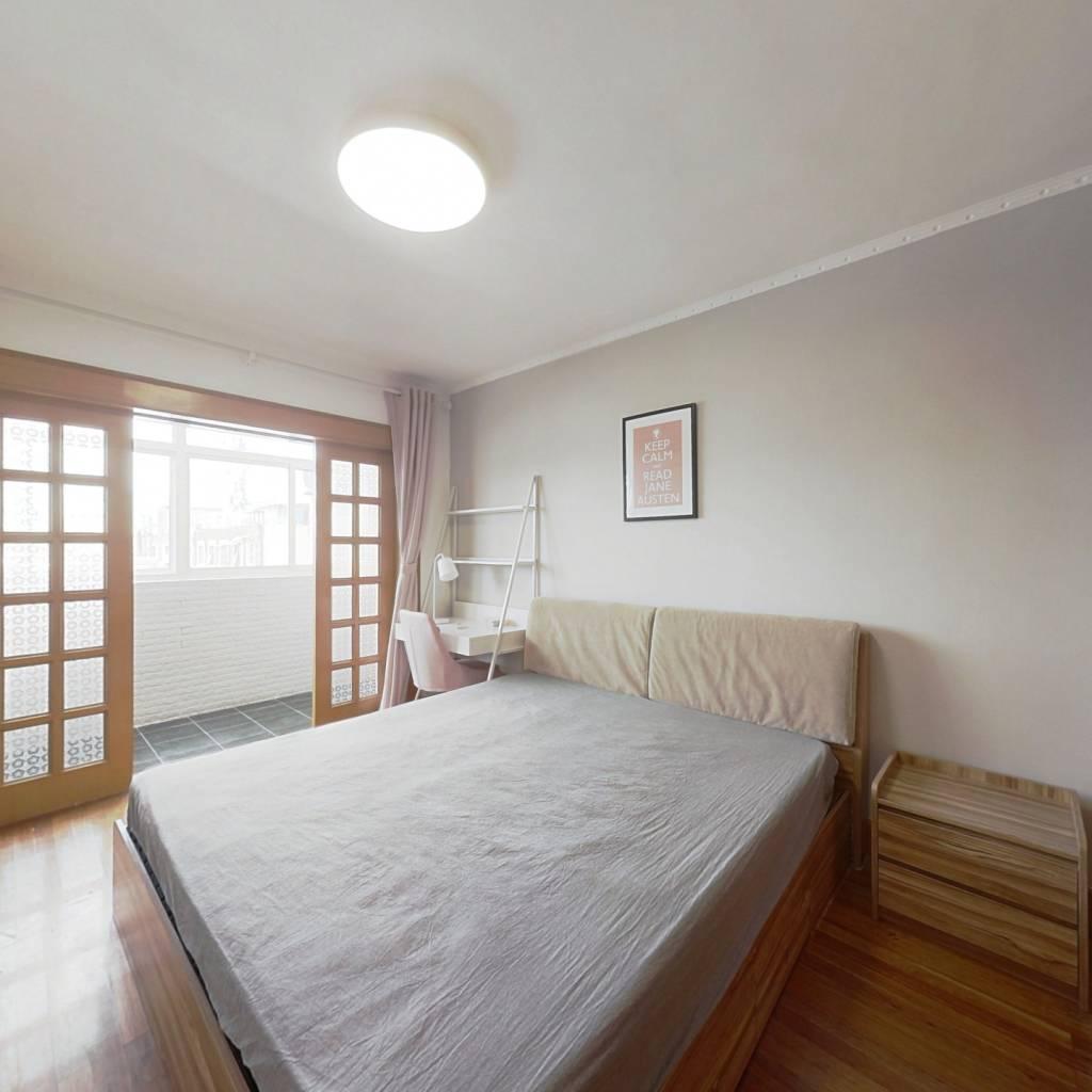 合租·中央路 3室1厅 南卧室图
