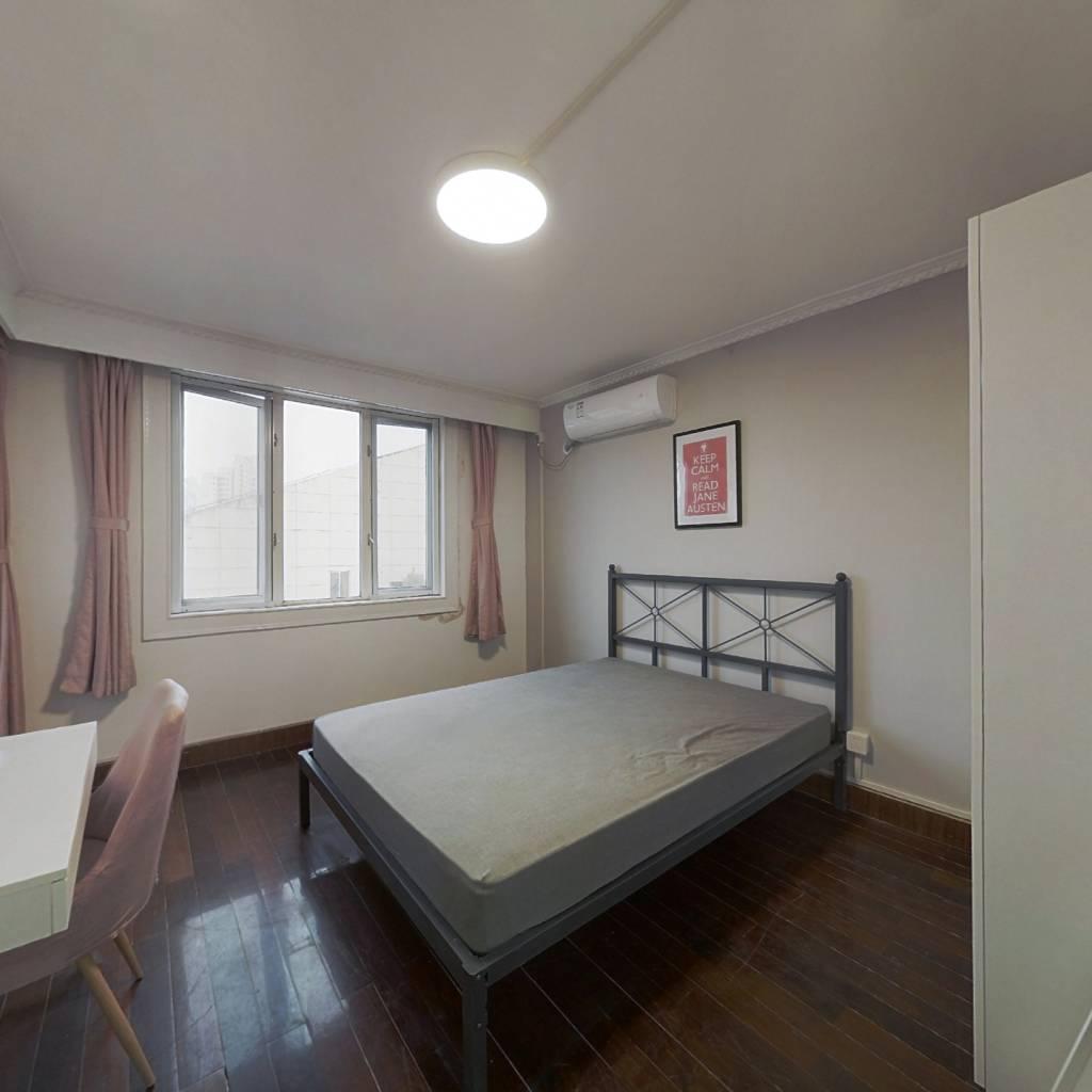 合租·三林苑(二期) 3室1厅 东卧室图