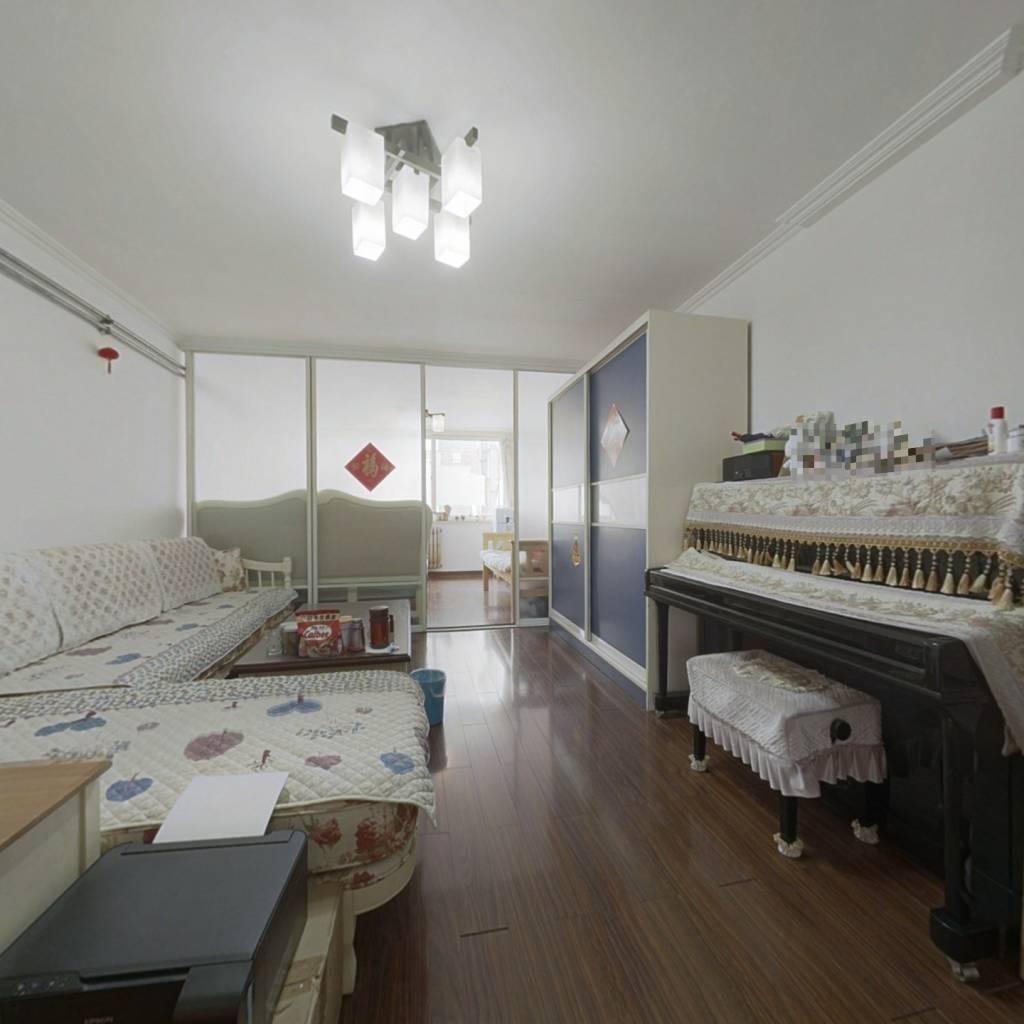 房子属于东海一路号段,精装修楼层好,南北通透采光好