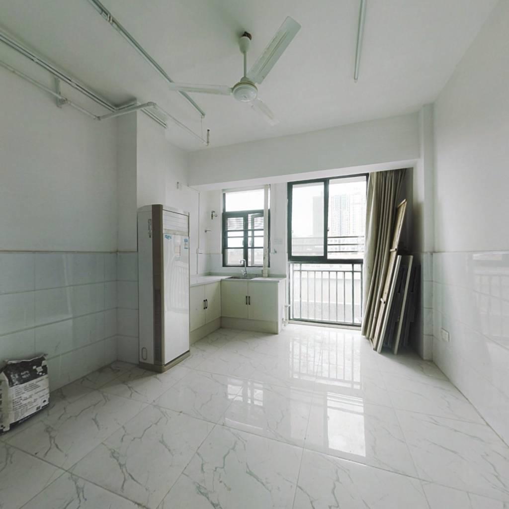 地铁口优质纯新公寓!!!!!!!!