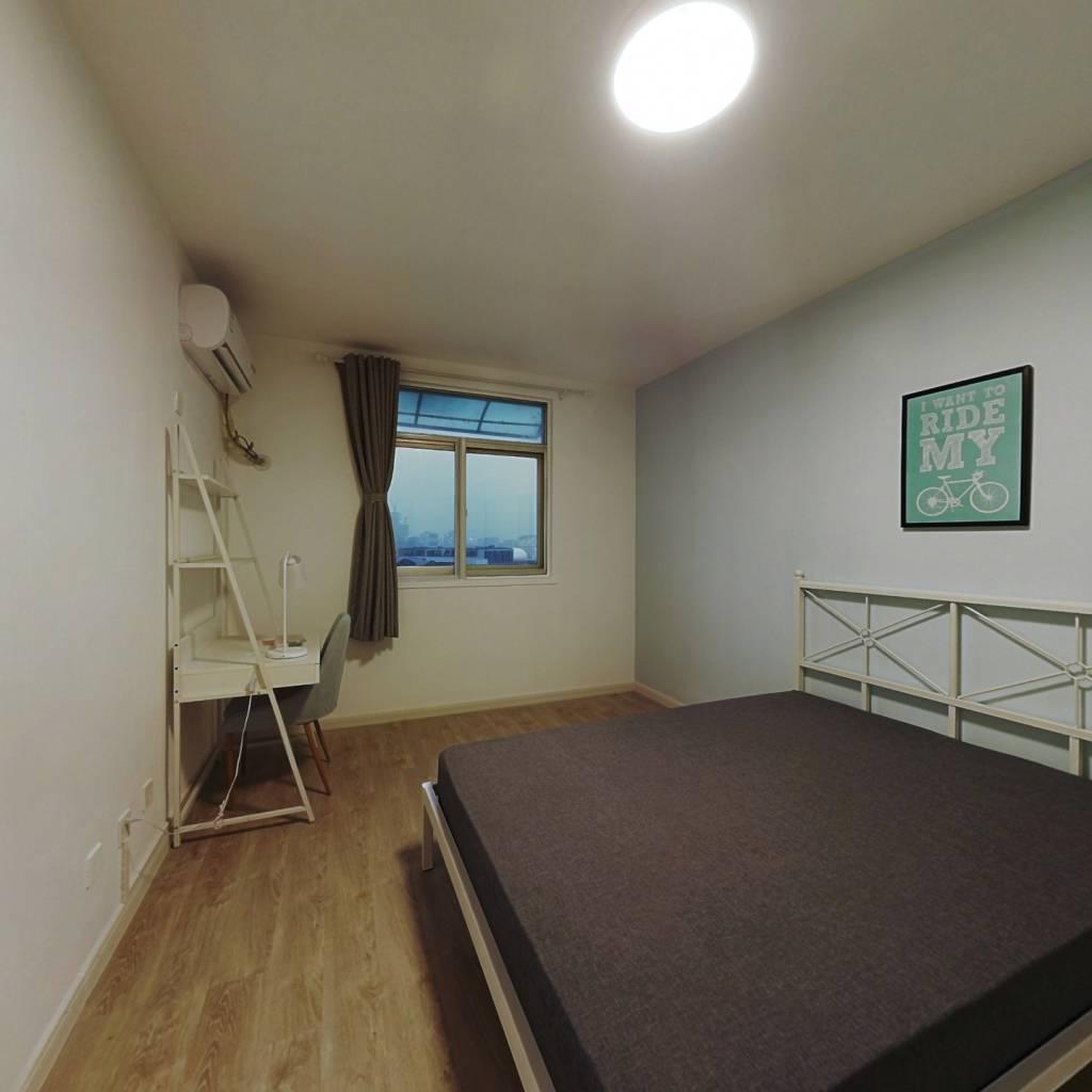 合租·中山大楼(黄浦) 3室1厅 东卧室图