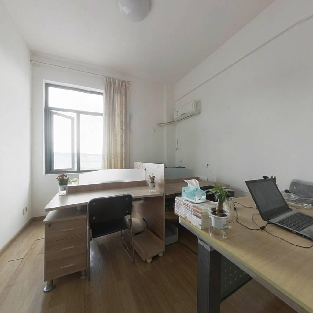 装修描述:黄龙山地铁口优质一室一厅。业主诚心出售