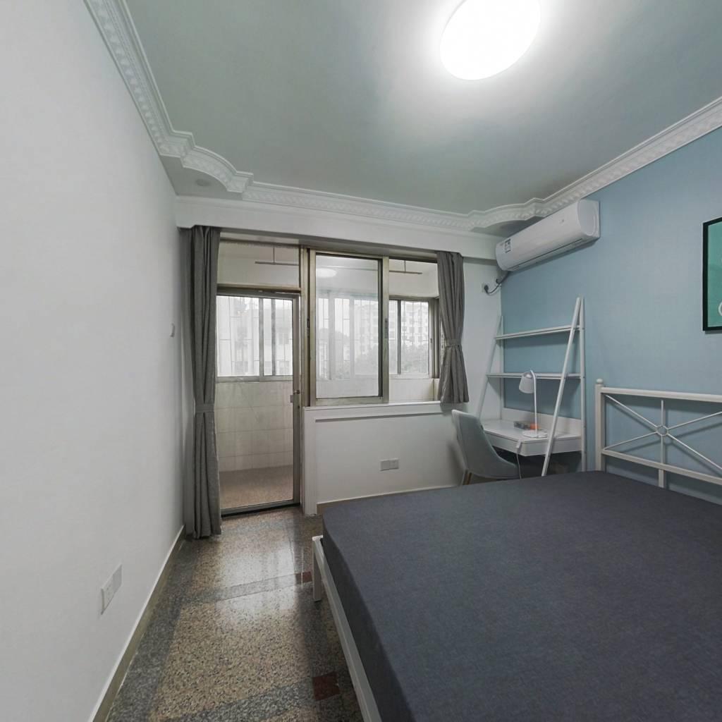 合租·和通花园 4室1厅 西北卧室图