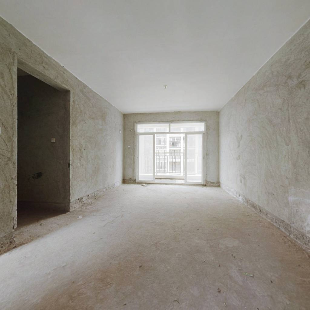 港城花园  电梯中层  户型通透  格局方正  实用大3房