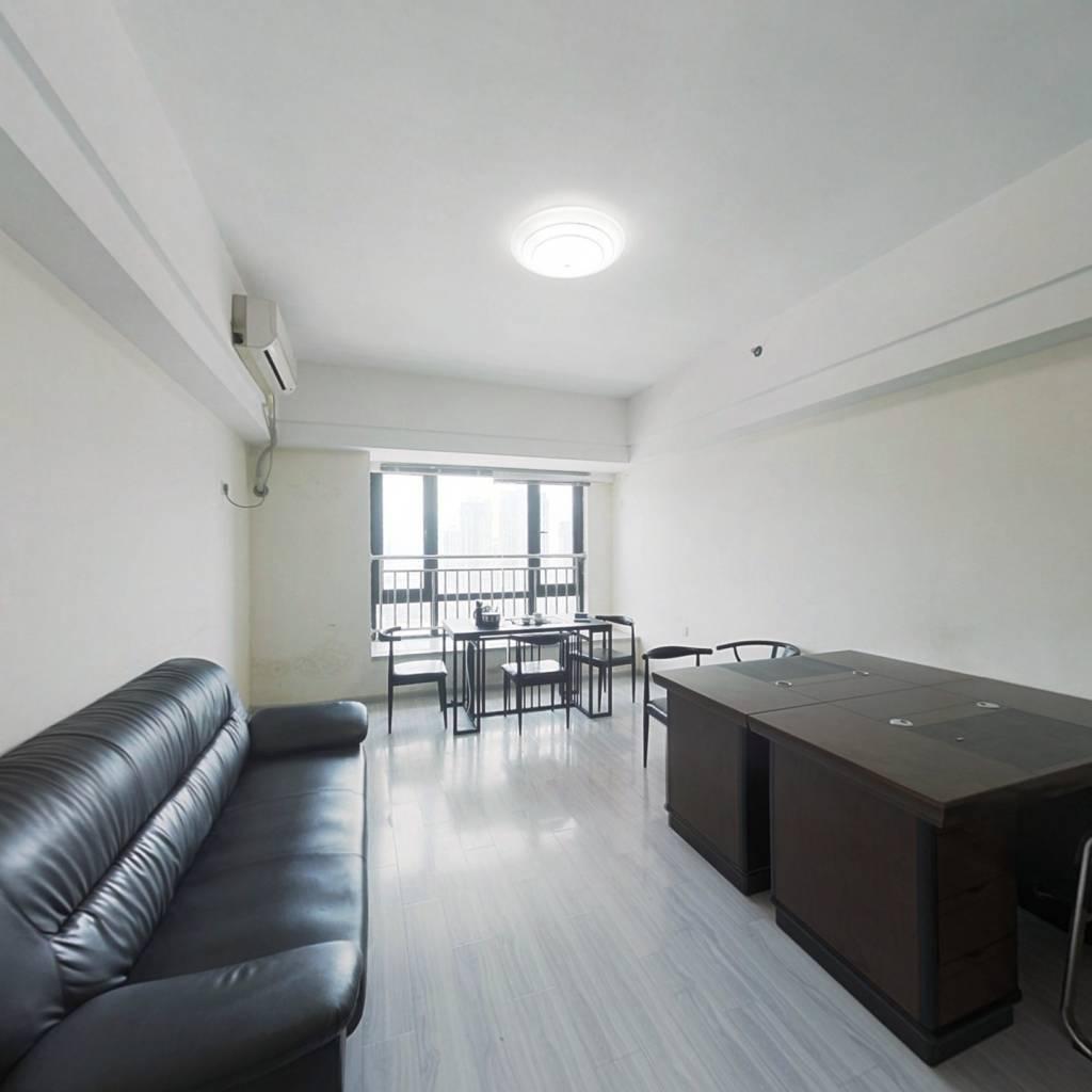 台江万达标准单身公寓,总价低,收益高,装修清楚