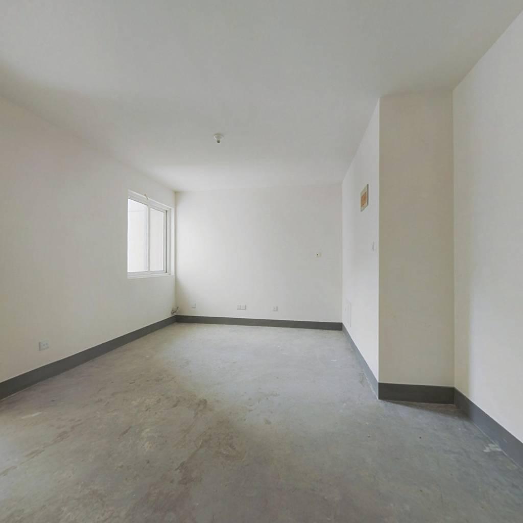 此房为一手动迁,两梯四户,双南户型,毛坯房