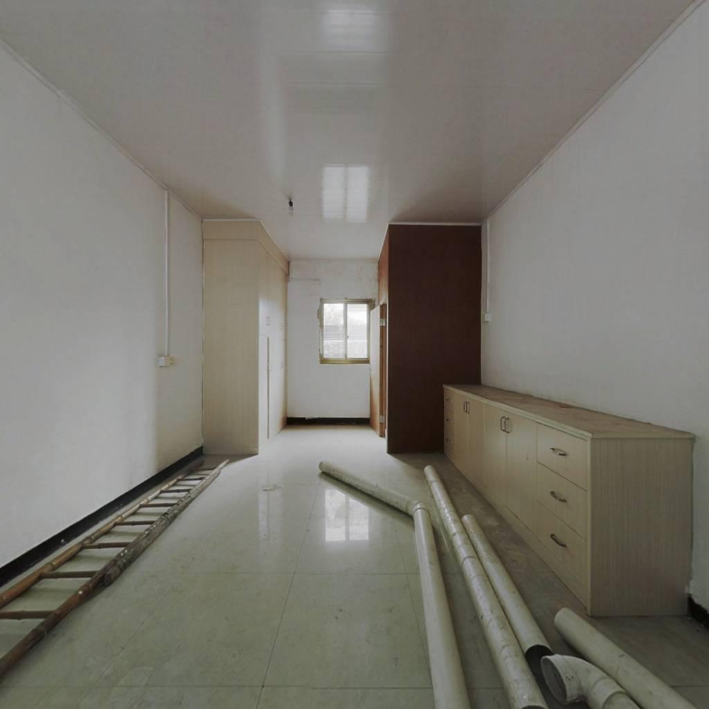 上街 1室0厅 南