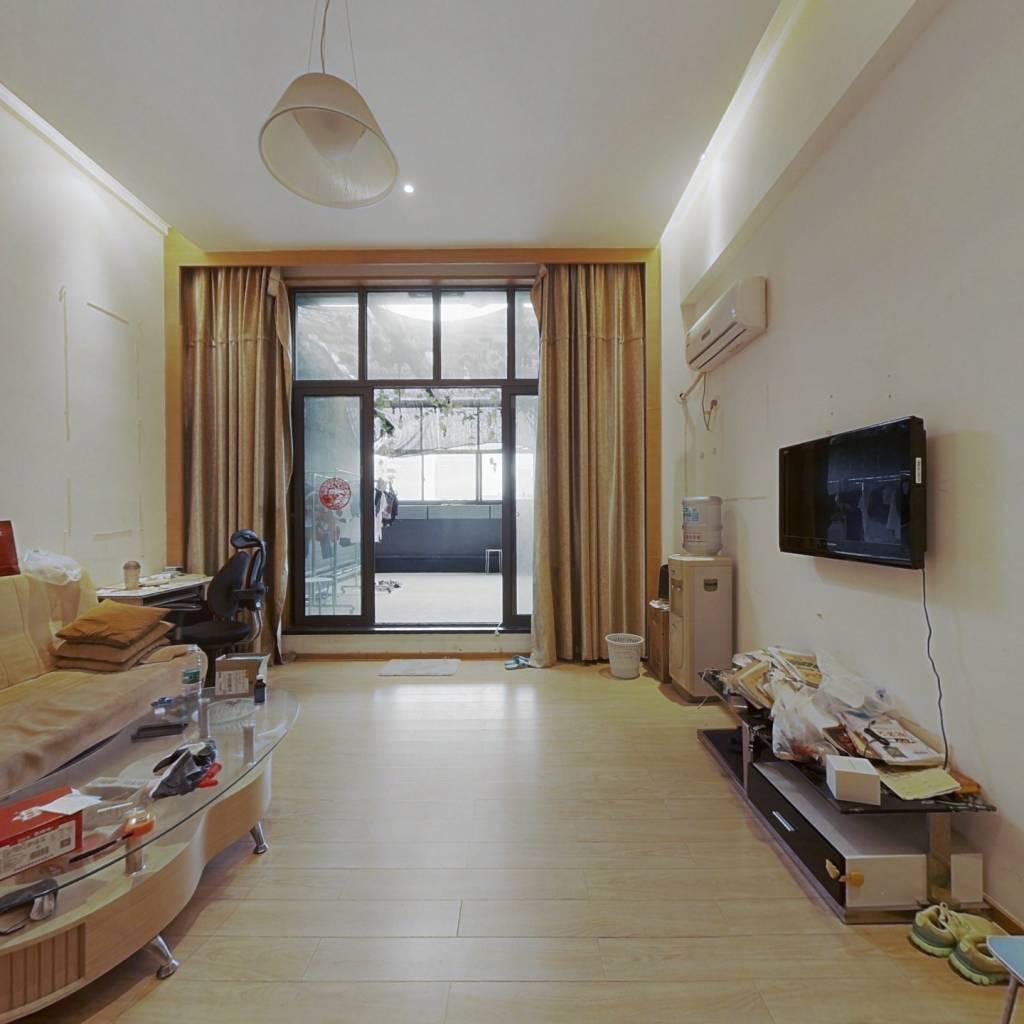 这套房子采光好,视野宽阔,设施齐备,交通便利