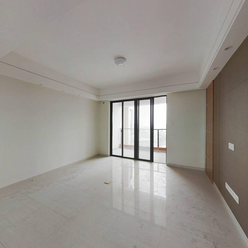 电梯高层 精装四房 户型通透 空气流畅 视野辽阔