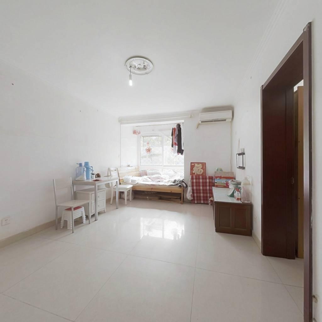 二层把边 正规一居室  客厅卧室朝 不临街