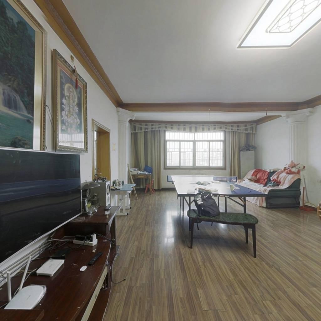 福星楼房子,中间楼层,四个房间,适合大家庭住