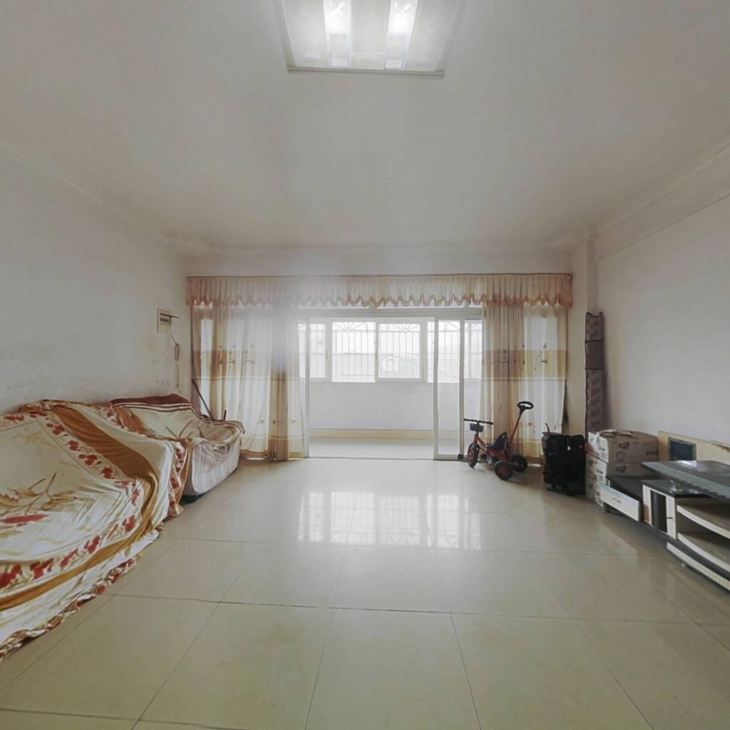 装修保养良 好卧室采光都相当不错,高楼层视野