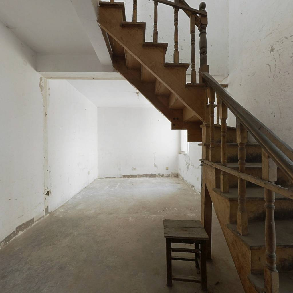 银龙花园三期 电梯房 大四房 挑高结构 带露台的