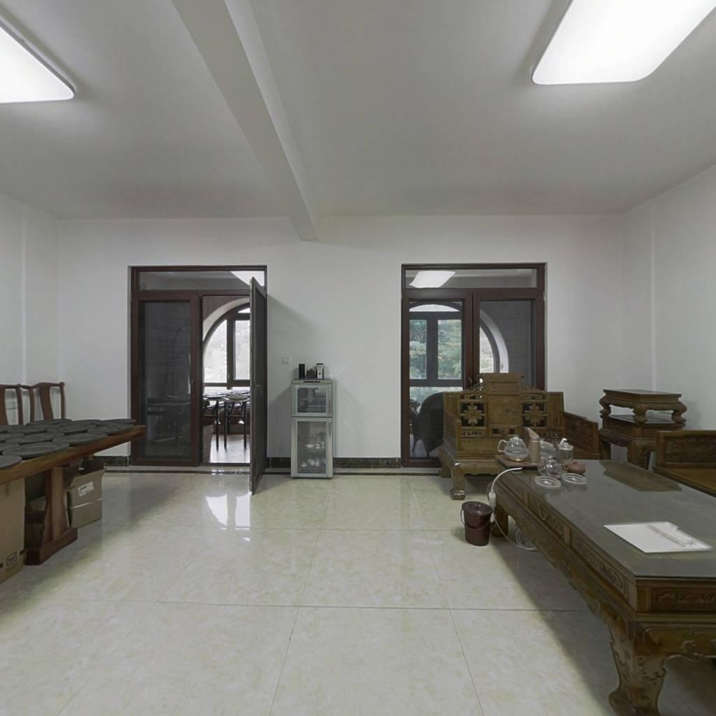 南宁唯一有地铁口的别墅,精装修,业主自住看房随时