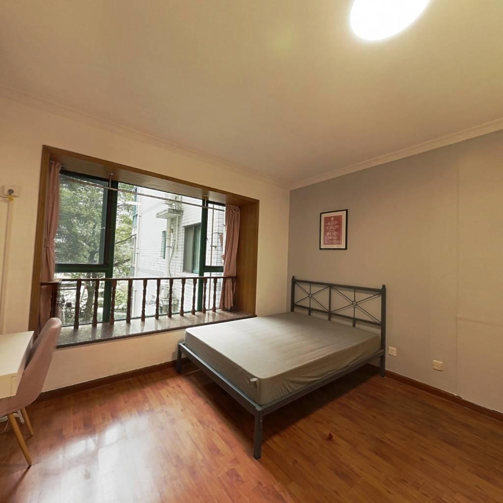 合租·香格里拉花园 4室1厅 西卧室图