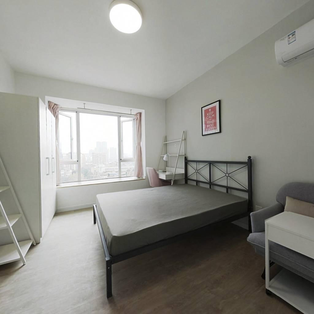 合租·现代城 3室1厅 南卧室图