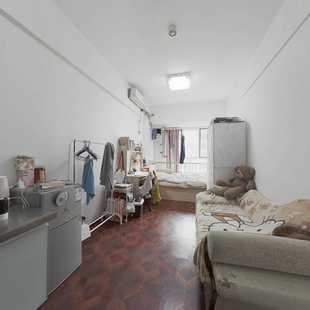 中间楼层、精装修、拎包入住、电梯房,价格低。